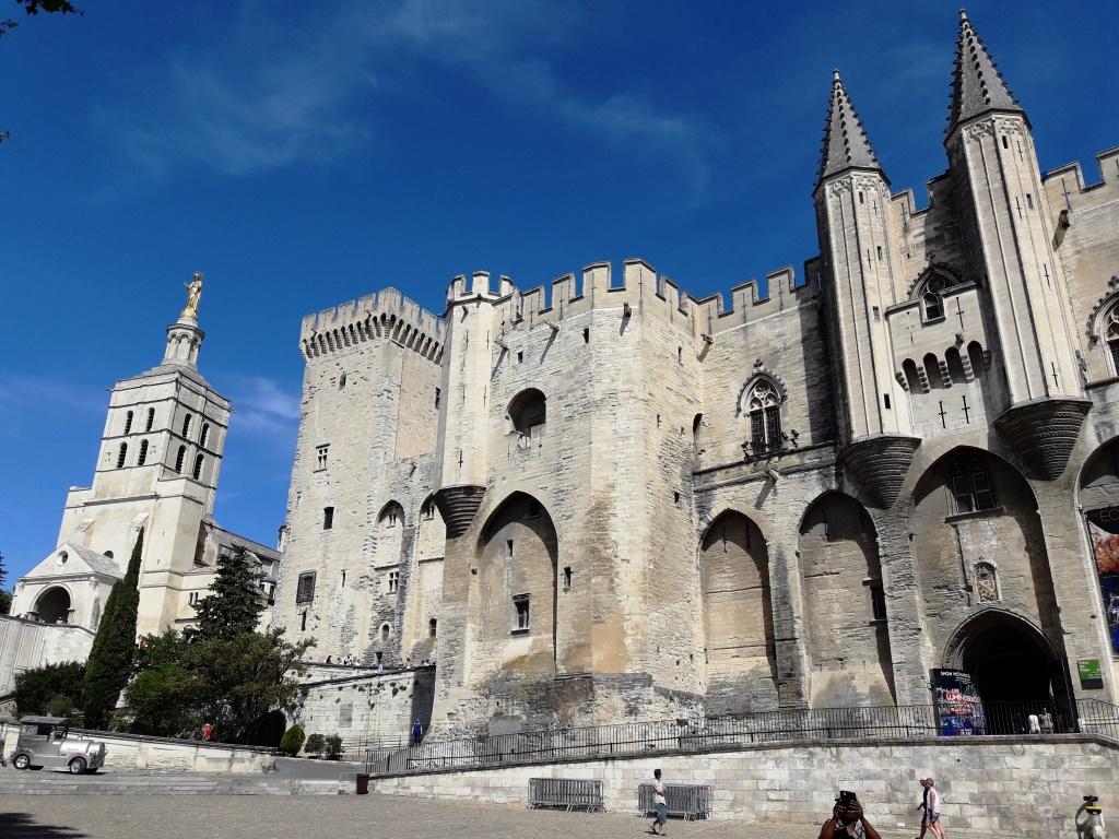 Avignon. Place du Palais