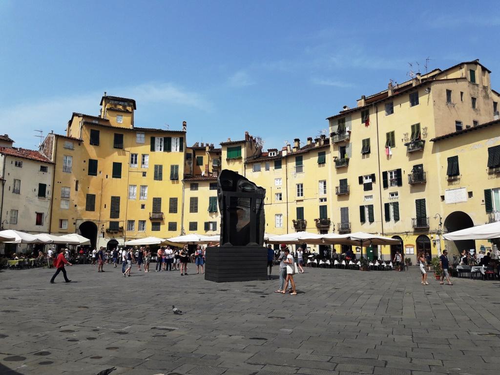 Piazza Anfiteatro.