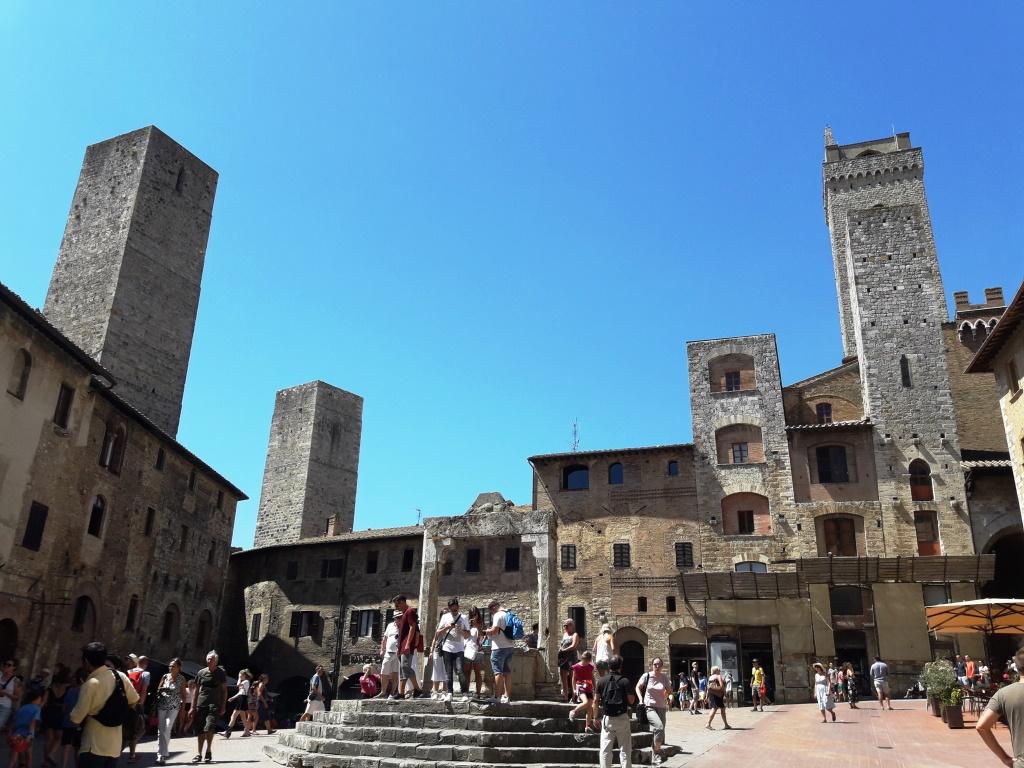 San Gimignano. Piazza della Cisterna