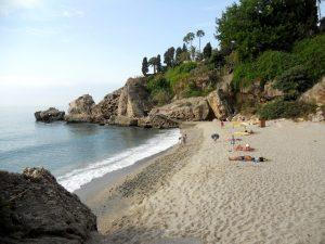 Nerja. Playa de Carabeíllo