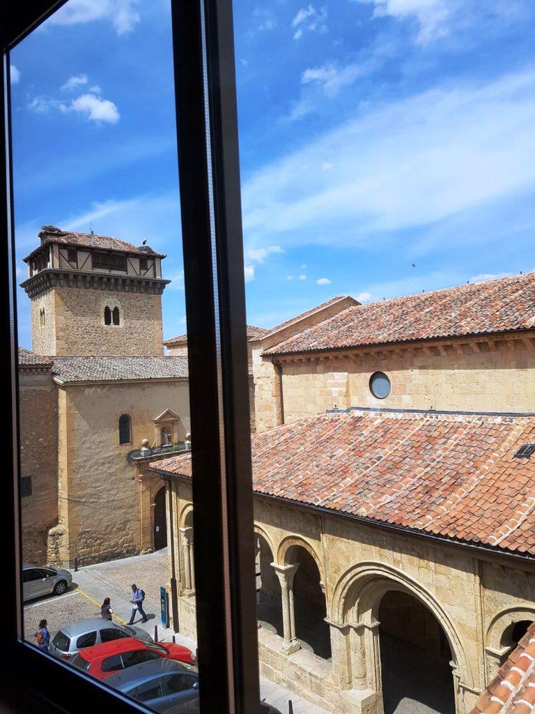 Segovia. Torre de Hércules e iglesia de la Trinidad