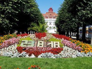 Karlovy Vary, Hotel Alzbetini. Calendario Floral