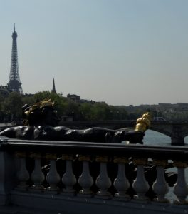 París. Puente de Alejandro III y Torre Eiffel.