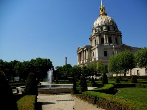 París. Los Inválidos. Iglesia del Dôme y Torre Eiffel.