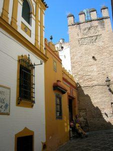 Sevilla. Barrio de Santa Cruz y Muralla del Real Alcázar.