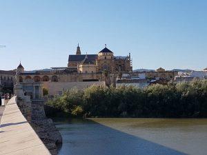 Córdoba. Puente Romano, Guadalquivir y Mezquita Catedral.