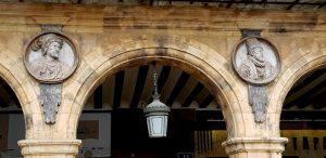 Salamanca. Plaza Mayor. Medallones de Carlos I y Felipe II