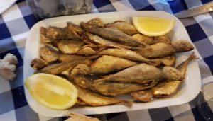 Combarro. Restaurante O bocoi. Pescado frito