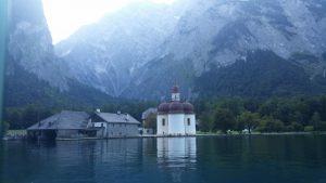 Berchtesgaden. Lago Konigsee. Santo Barthöloma.