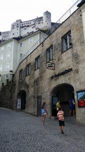 Salzburgo. Acceso al funicular.