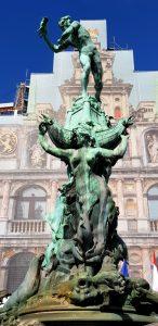 Amberes. Plaza Mayor. Estatua de Brabo