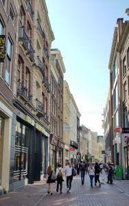 Amsterdam. Calle Kalverstraat.