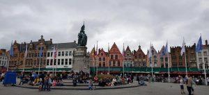 Brujas. Plaza Mayor. Monumento a los héroes Coninck y Breydel.