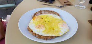 Hoge Veluwe. Restaurante. Pancake de bacon, queso y huevo