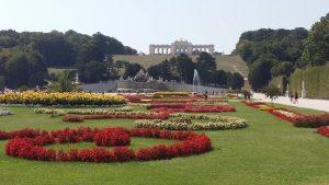 Viena. Palacio de Schönbrunn. Fuente de Neptuno y Glorieta.