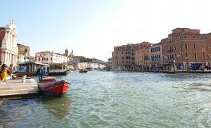 Venecia. Santa María de Nazareth y Puente de los Descalzos sobre el Gran Canal