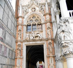 Venecia. Porta della Carta.